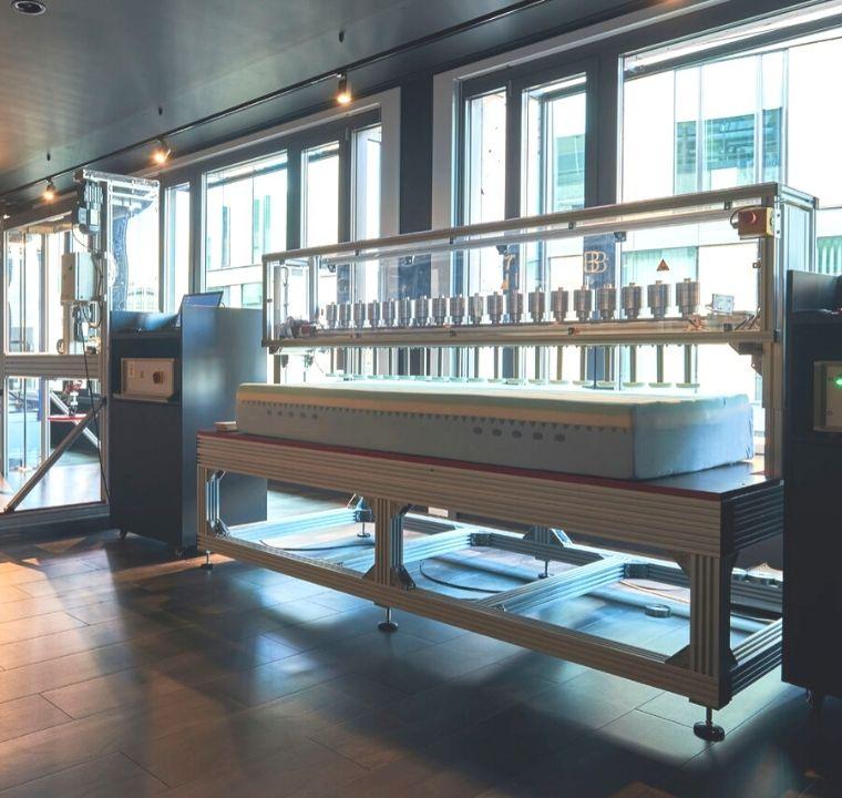 laboratorio emma na alemanha para testes de colchão na caixa com tecnologia e inovacao