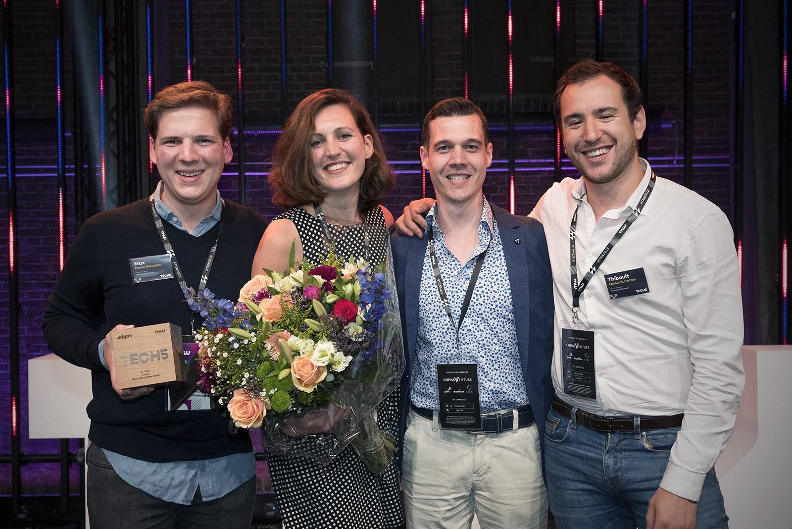Das Team von Emma Matratzen freut sich über den Tech5 Award